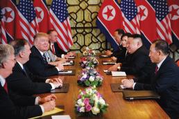 Los equipos de Trump y Kim se enfrentan en Hanoi